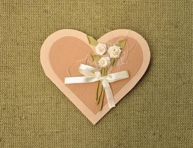 Подарки ручной работы, или как сделать своими руками открытку и упаковочную коробку?